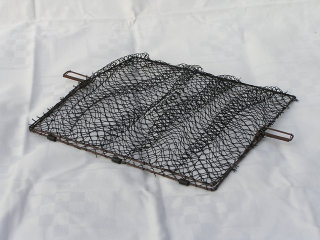 FSB25 - Folding flat spring trap for trapping small birds. Dimensions: 25x25 cm