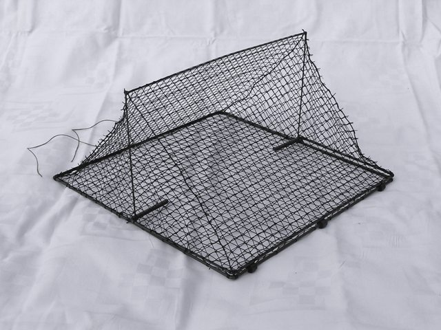 TSB30N - Tent spring trap for trapping small birds. Base dimensions: 30x30 cm